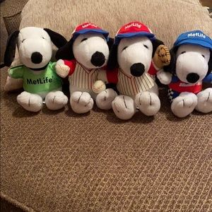 Peanuts Snoopy Metlife plush dogs
